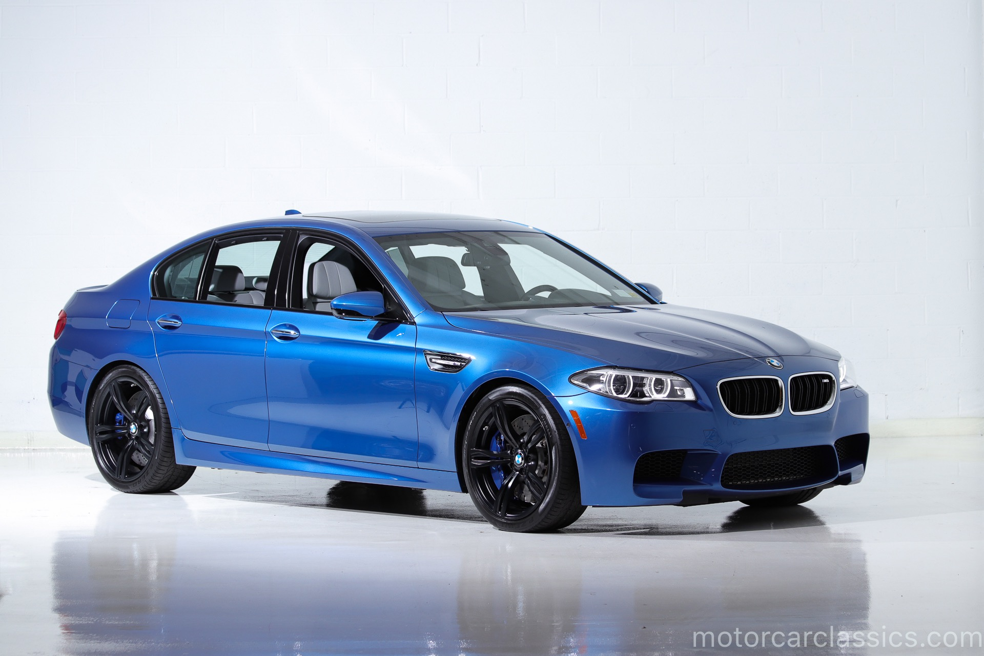Used 2016 BMW M5  | Farmingdale, NY